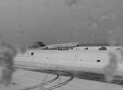 News video: Plane Skids Off Runway at LaGuardia Airport